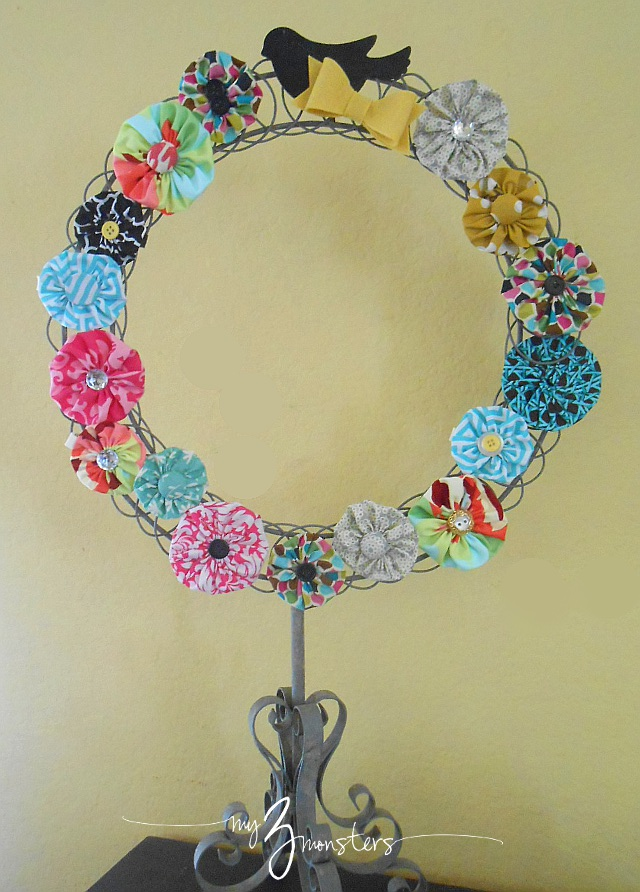 How to make a spring wreath out of fabric yo yo rosettes