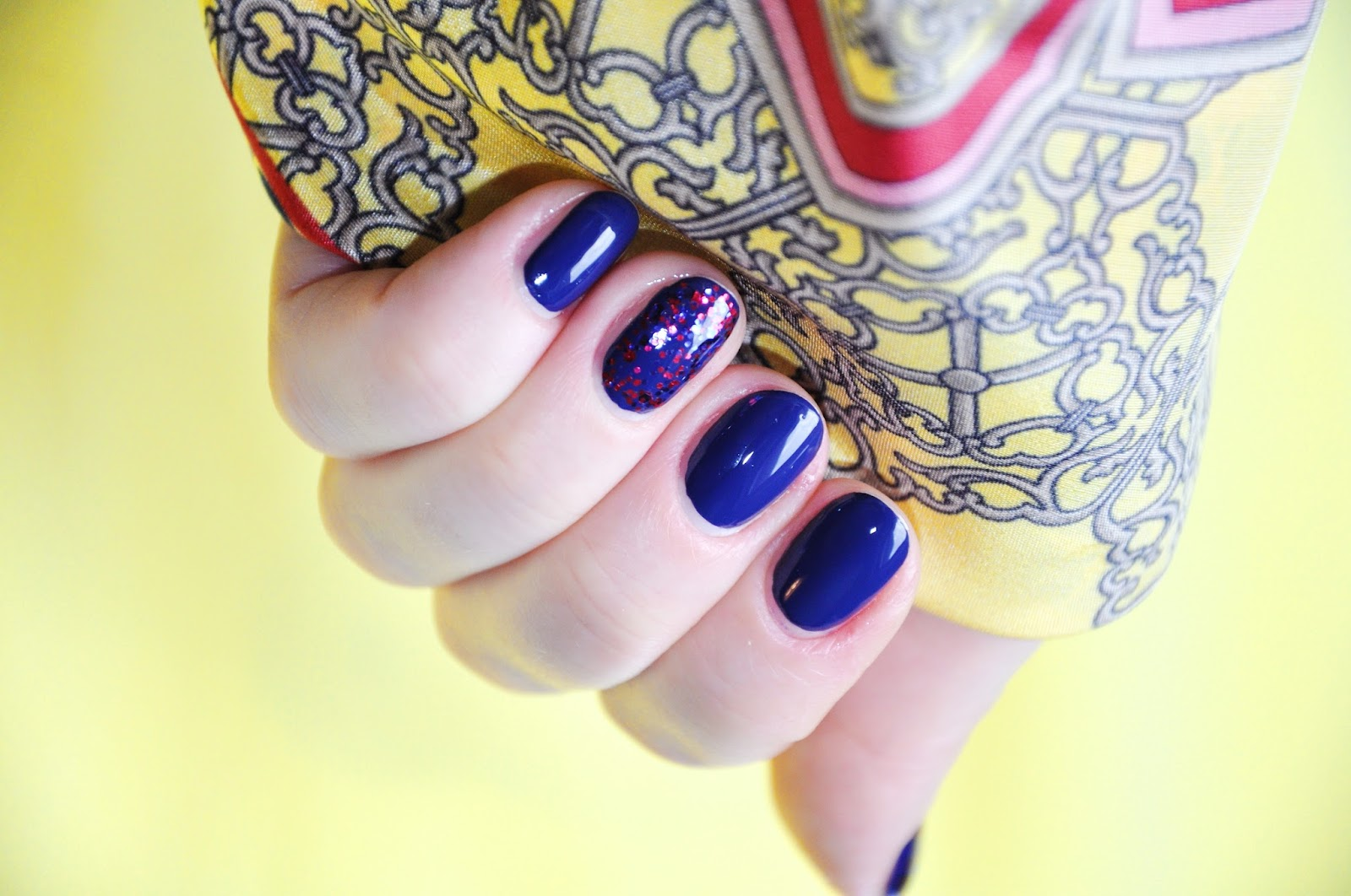 CHINA GLAZE be merry be bright queen b