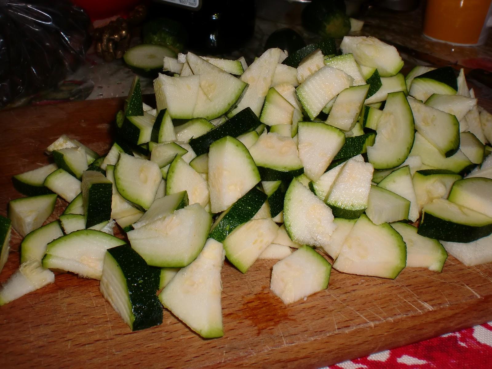 Pasticciona ai fornelli spaghetti con zucchine e salmone - Cucinare le zucchine in modo dietetico ...