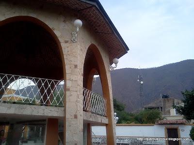 Kiosko de San Juan Cosalá y parte de la Sierra La Viga