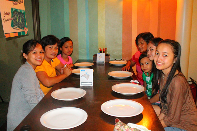 Jay-J's Inasal family eat-out.Food, Fun Escapes, Jay-J's Inasal, Food house in ortigas, Food house in around ortigas business center, Restaurant around ortigas business center, Restaurant near ortigas business center, NO MSG Restaurant, Jay-J's Inasal family restaurant serves local Filipino cuisine and famous local dishes. They also cook all their food without MSG.