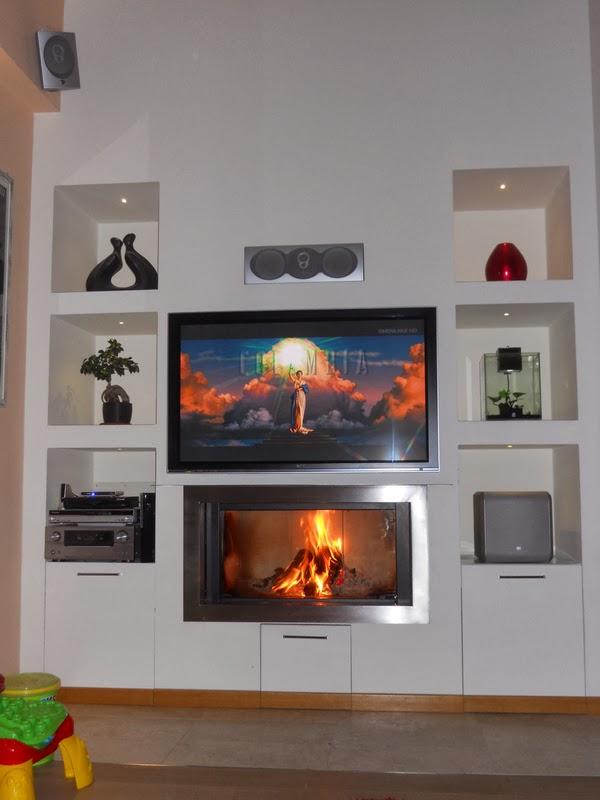 Parete in cartongesso con camino e tv ispirazione design - Caminetti moderni a parete ...