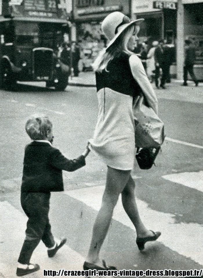 1960 60s mod yéyé twiggy  fashion black colorblock striped mini dress 1960s années 60 La maman du petit Gary lui avait promis ce jour là - pour avoir été courageux chez le dentiste - la mini cooper rouge qui venait de sortir chez Corgi .   - Oi! , monsieur l' agent, savez-vous où se trouve le magasin de jouet le plus proche .  - biensur m'dame, c'est tout droit. Prenant la direction conseillée , ils marchèrent .Ce moment douloureux forgea le caractère du jeune Gary hodges qui composa    quelques années plus tard , le célèbre ACAB* .  * sauf ma mère et ma soeur .  Madame Hodges porte une robe colorblock de chez Babou . 1967..