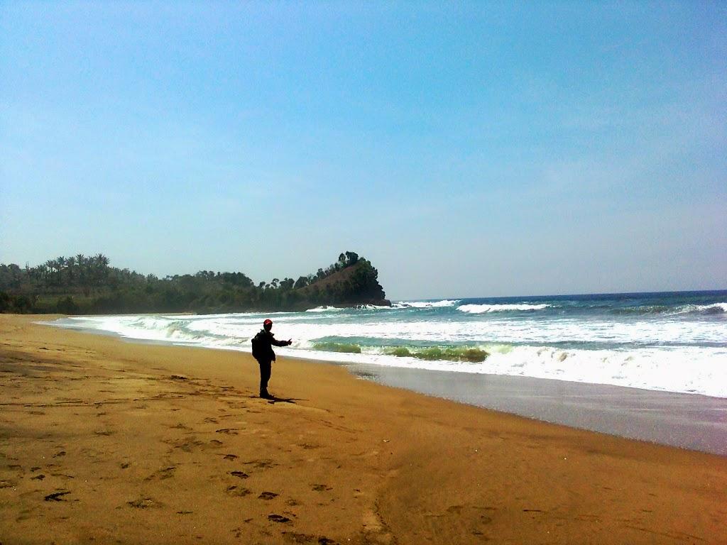 Hasil gambar untuk pantai wonogoro malang