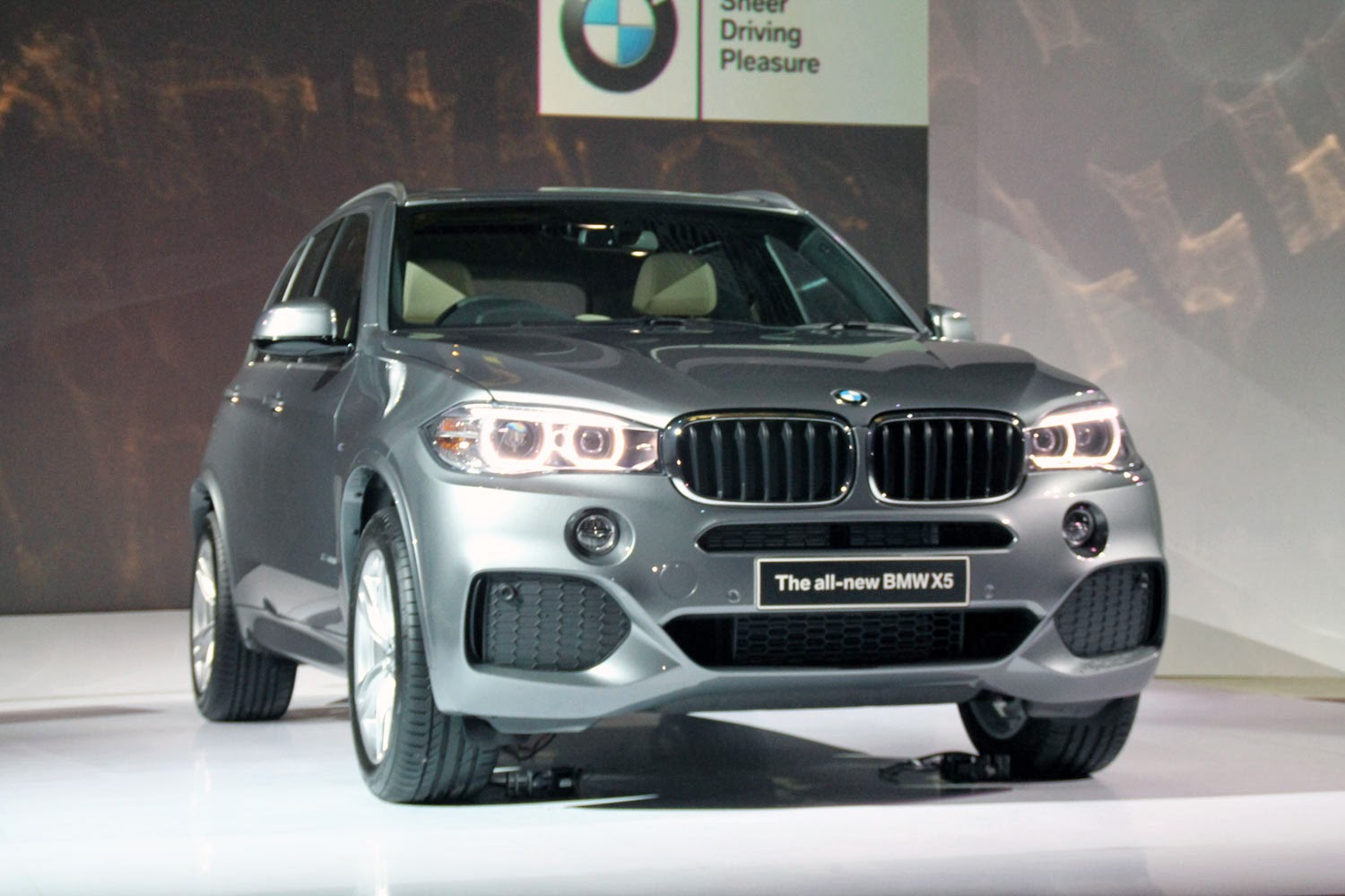 BMW Group Indonesia officially introduced the all-new third generation BMW X5. For the Indonesian market this Sports Activity Vehicle comes in two variants , the BMW X5 xDrive35i and xDrive50i M Sport.