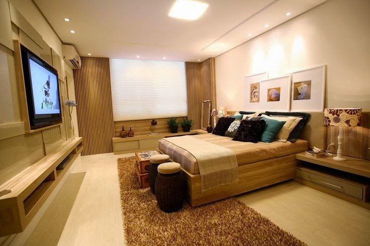 Painel, cama de casal e criado mudo de madeira