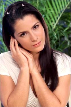 Alessandra Rosaldo angelical