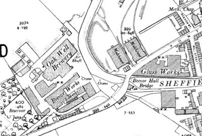 A map snip showing Beevor Works (Bobbins), Oakwell Brewery, two Malthouses by the canal and a Glass works at Hoyle Mill.