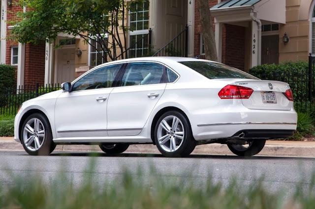 2015 exclusive Volkswagen Passat New side view