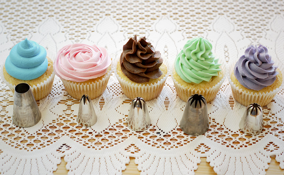 Cake Decorating With Different Tips : National Cupcake Week, Day One - Piping Katiecakes