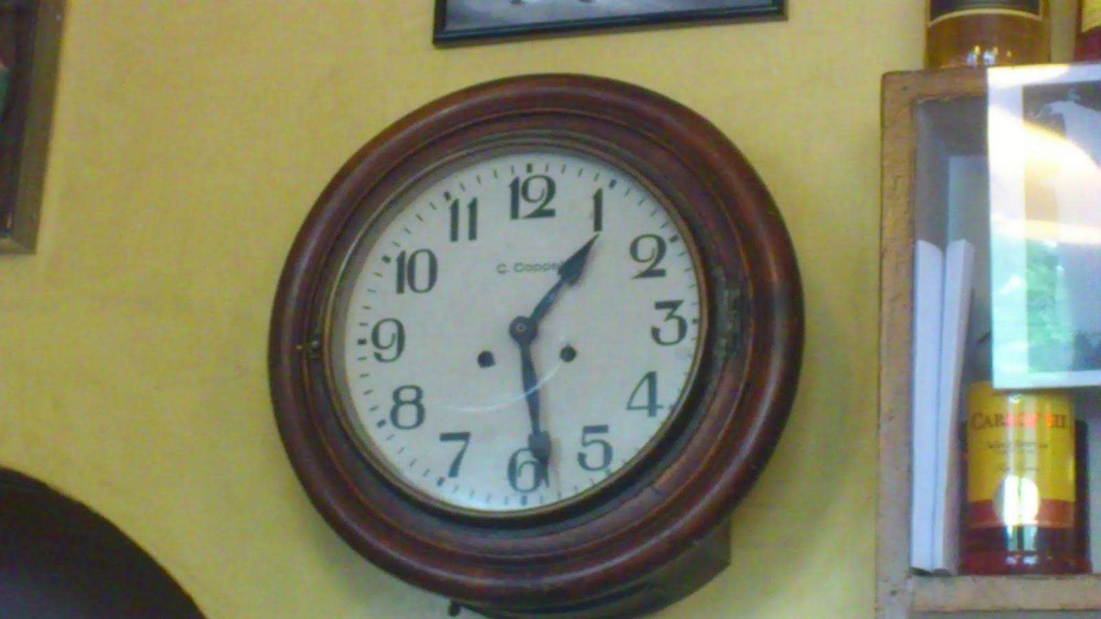 Madridmetropolis detalles de madrid la otra colecci n - Reloj pintado en la pared ...