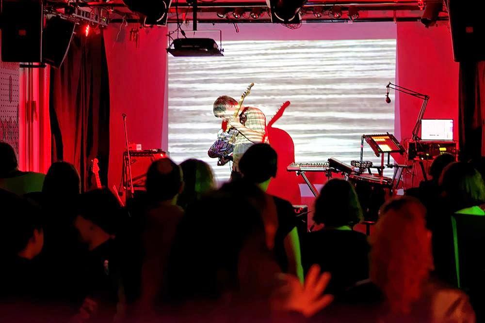 Post-rock noise drone Dichotomy Engine gig