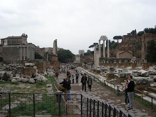 Foro Romano, había un camino, la Via Sacra, que conectaba el Foro con el Coliseo.