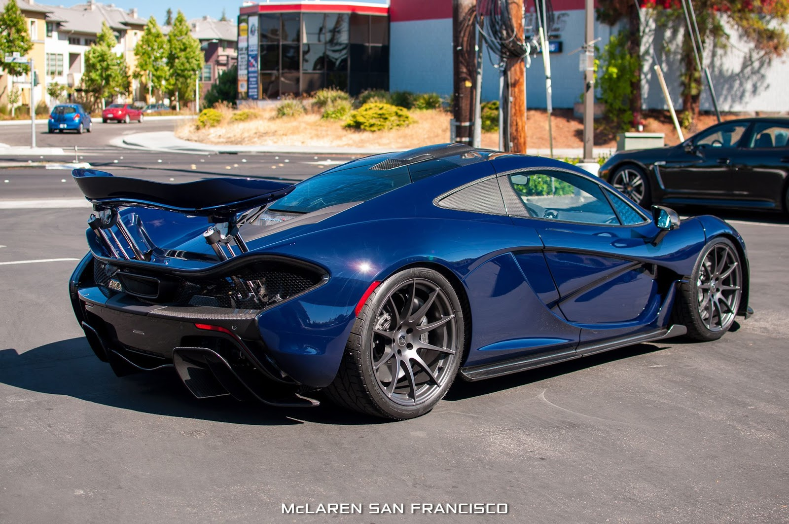 new mclaren p1 in custom blue shade arrives in san francisco 45 pics carscoops. Black Bedroom Furniture Sets. Home Design Ideas