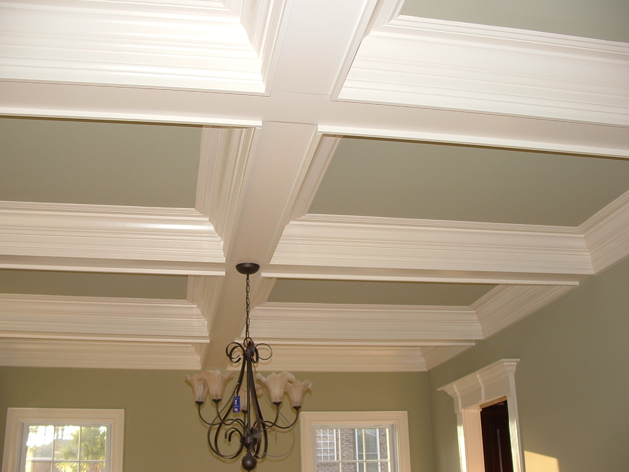 My everyday exceptional painted ceilings with beams for Tips for painting ceiling