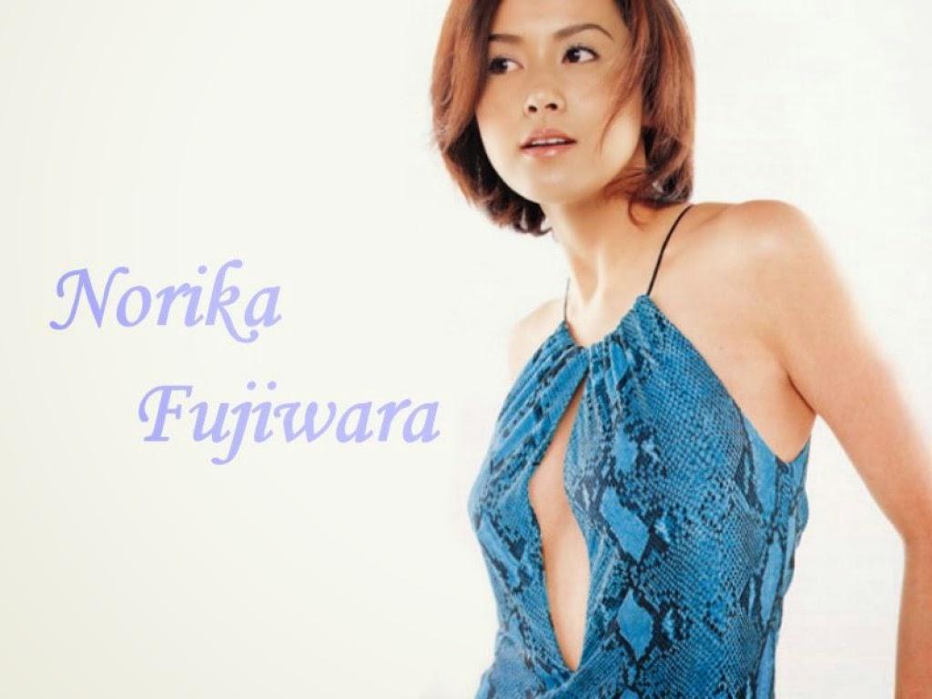 ブルーパイソンドレスの藤原紀香