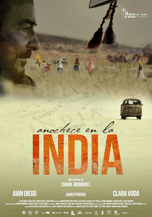 Anochece en la India póster