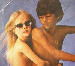 Propaganda do Jeans Startup em 1980 com duas crianças seminuas.