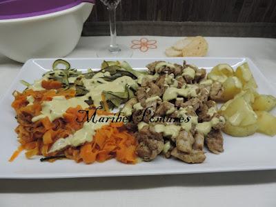 Pollo Con Patatas, Verdura Y Salsa Suprema.