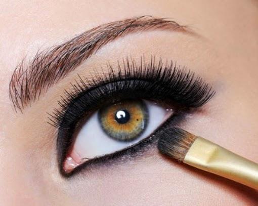 Wie wird einfach alltäglichen Augen Make-up aufgetragen?