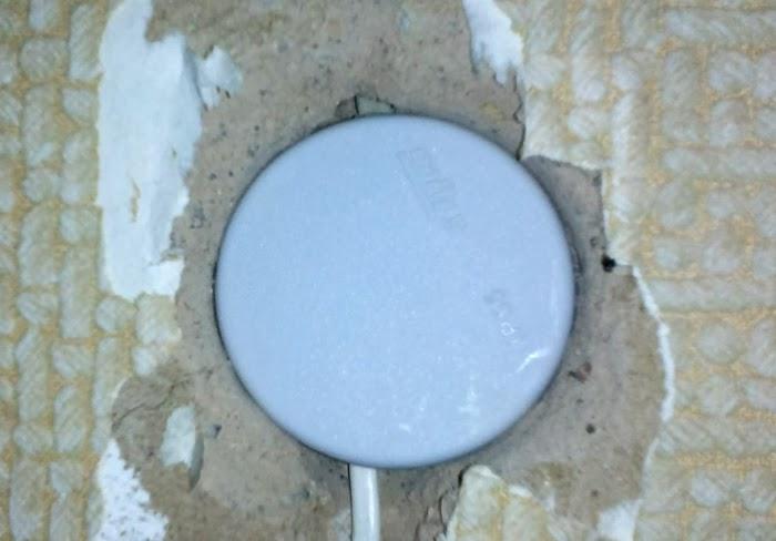 Бурение отверстия в бетоне и кирпиче по розетку