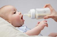 Những tác hại khi pha sữa sai cách của mẹ
