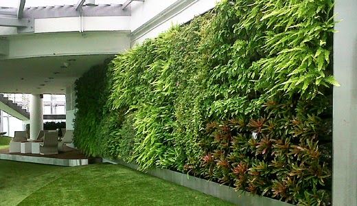 Tips and ideas for decorating outdoor with artificial for Jardin vertical artificial