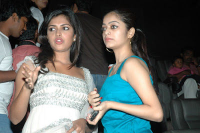 avan ivan movie janani iyer at deiva thirumagan premiere . cute stills