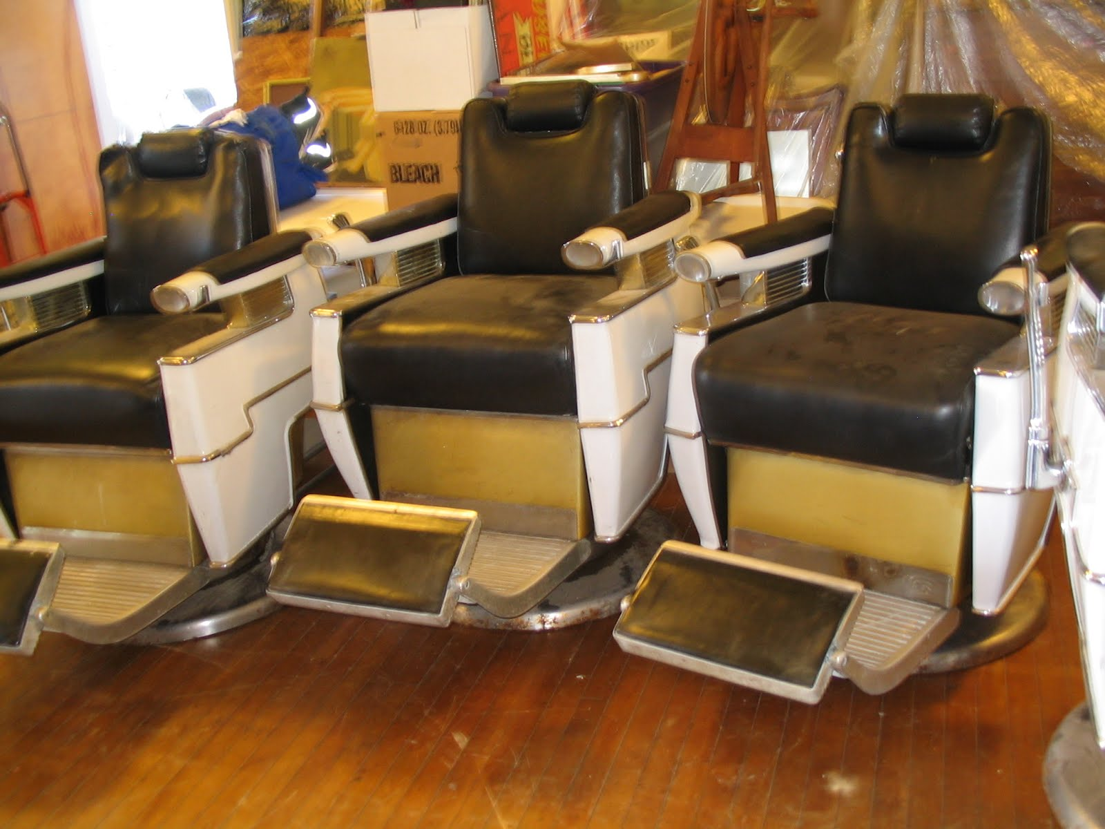Antique barber chairs koken - 5 Vintage Belmont Barber Chairs Plus One