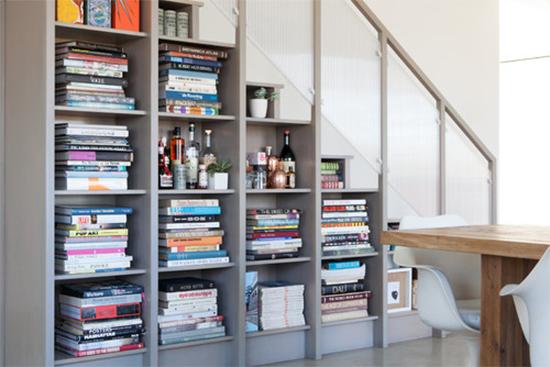 biblioteca, guardar livros, books storage, armazenamento, livros embaixo da escada