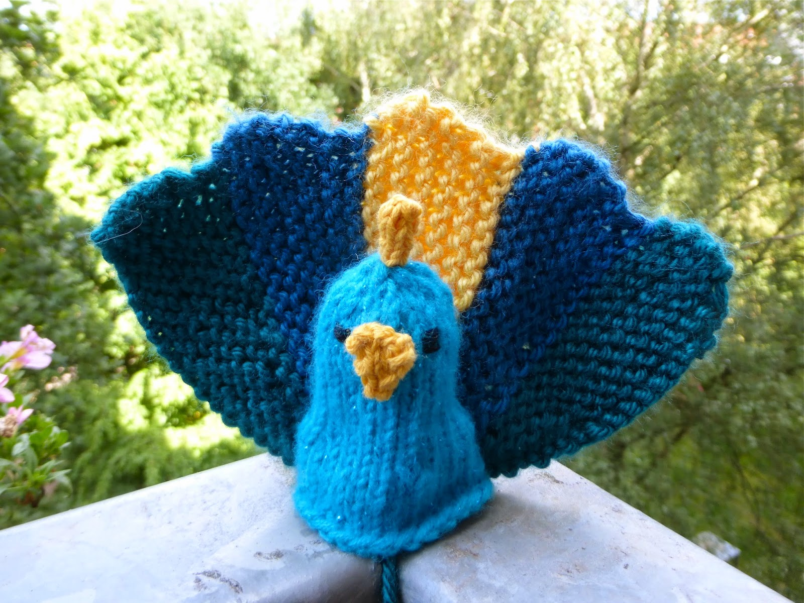 Peacock Knitting Pattern : Yarn Birdy Blog: How to Knit a Peacock Free Pattern and Tutorial