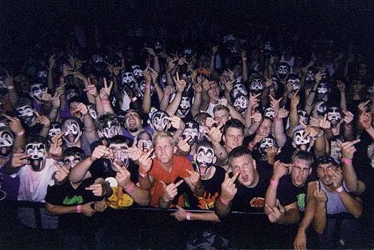 """Alternativo: comportamentos de grupos com várias tendências,que apelidamos de """"gangs""""."""