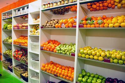 Hecho con encanto delicias de frutas for Decoracion de fruterias