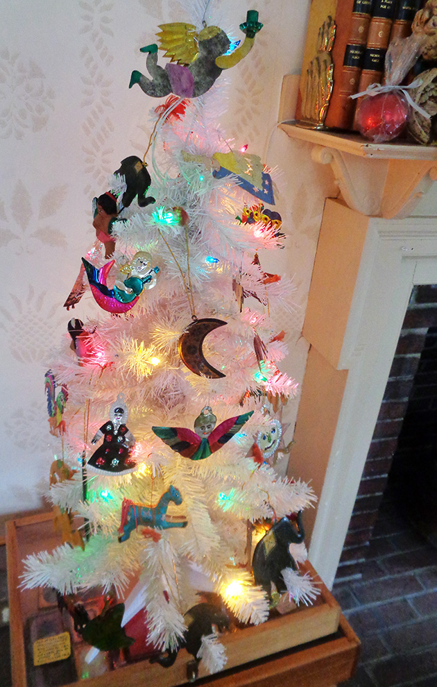 The Mexican tin ornaments are wonderfully crude and folk-y and the Indian  ones are so carefully detailed and elegant, so each country really should  each ... - A Rolling Crone: Confessions Of A Christmas Tree Nut --The Sequel