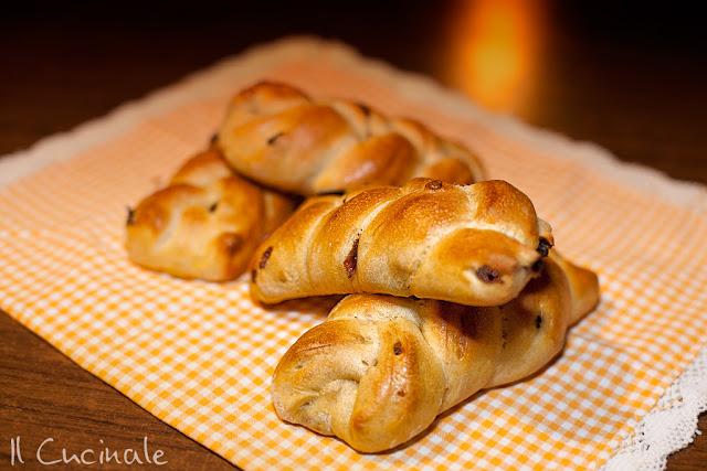 treccine di pane all'uvetta
