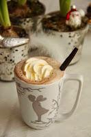 Hjemmelaget kakao med sjokoladeskjeer