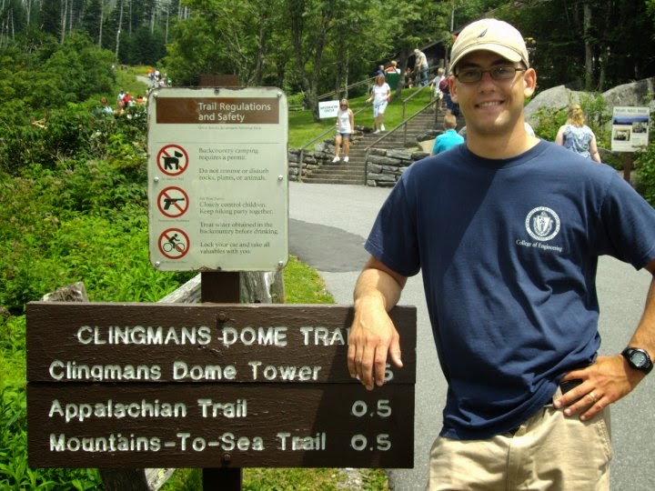 signpost appalachian trail mountains-to-sea trail clingmans dome