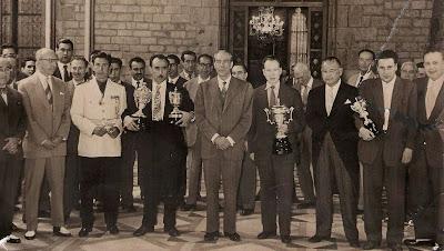 Entrega de trofeos en el Campeonato de España de Ajedrez 1956
