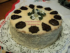 Színes karácsonyi torta, csokoládés, puncsos és vanília pudingos tésztával,  csokoládékrémmel.