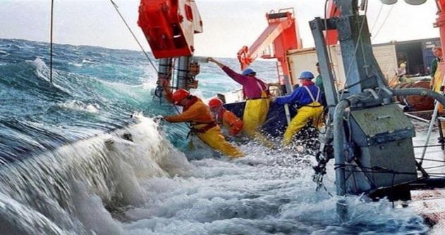 Berani Tengok Tak?? 15 Gambar Kesukaran Sebenar Mereka Yang Bekerja Di Lautan