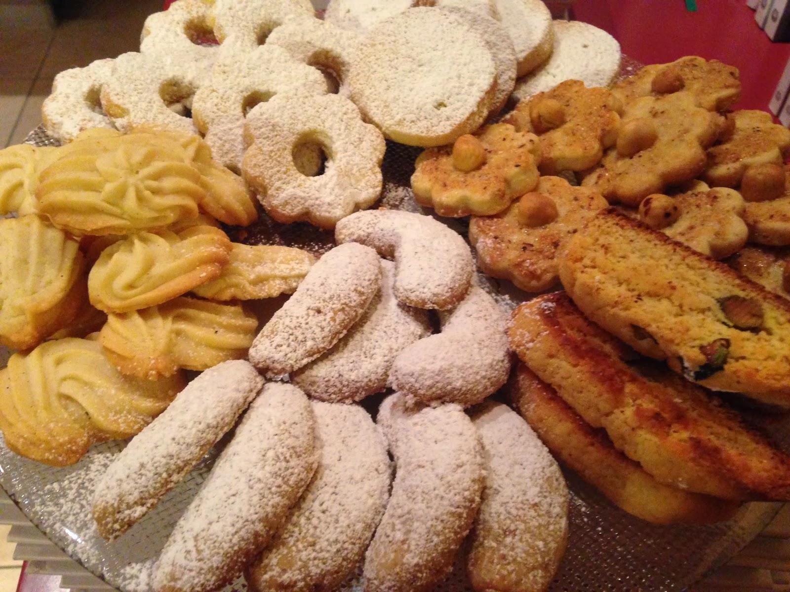 Dolci Da Credenza Biscotti Alle Nocciole : Il ciliegio della nonna: i biscotti delle feste fiorellini alle