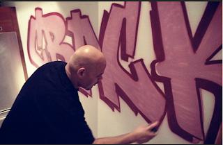 >News // Un Graffiti Dans Le Salon De Weezy !