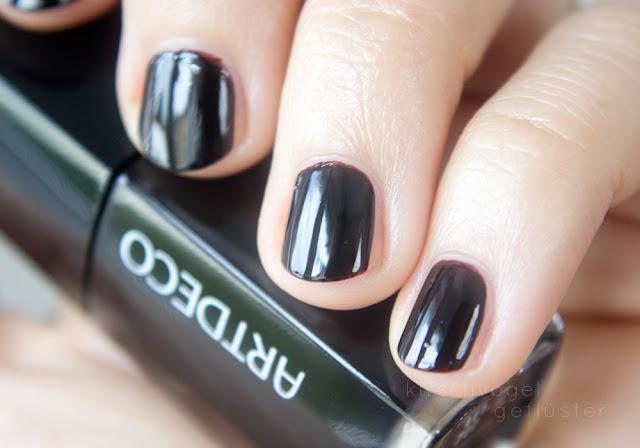 vampy shades nail polish dark queen artdeco