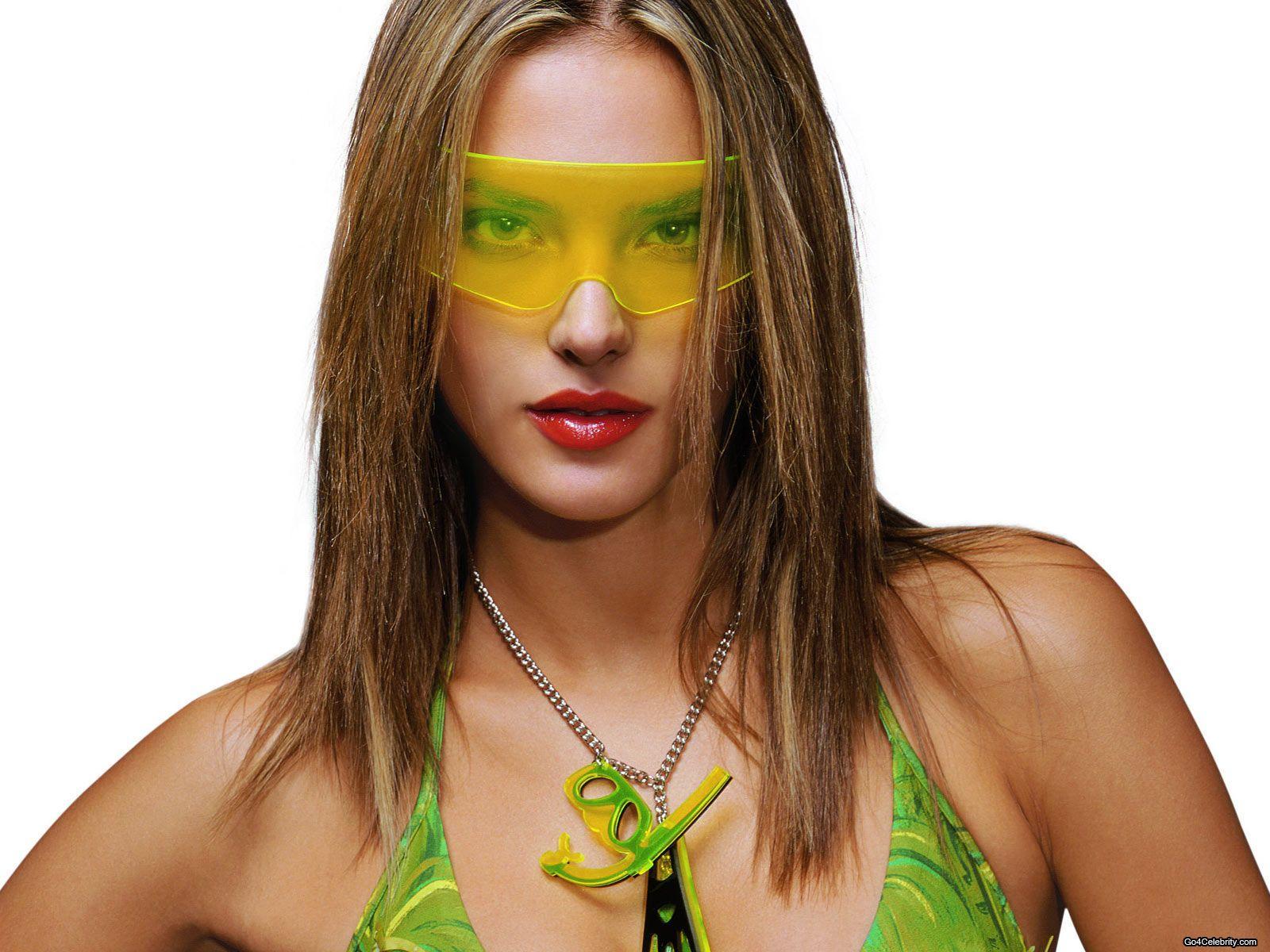 http://3.bp.blogspot.com/-Mdiuow9j1AY/Ta5ORGwVMYI/AAAAAAAAAPI/41MDaiAALa8/s1600/Alessandra-Ambrosio-005.jpg