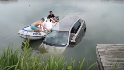 Elderly couple was saved from drowning in a car accident