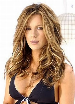 Kate Beckinsale looks so amazing!! Makes me want this hair)