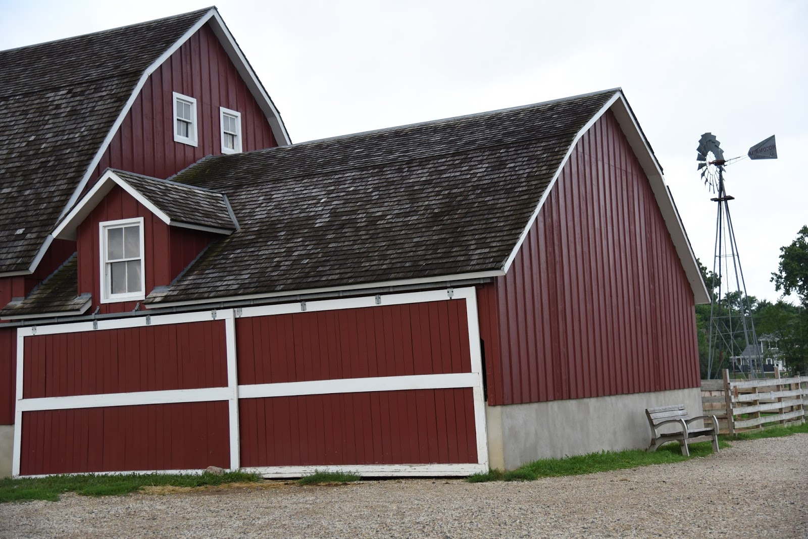 Modern american farmhouse home with keki interior for American farmhouse style architecture