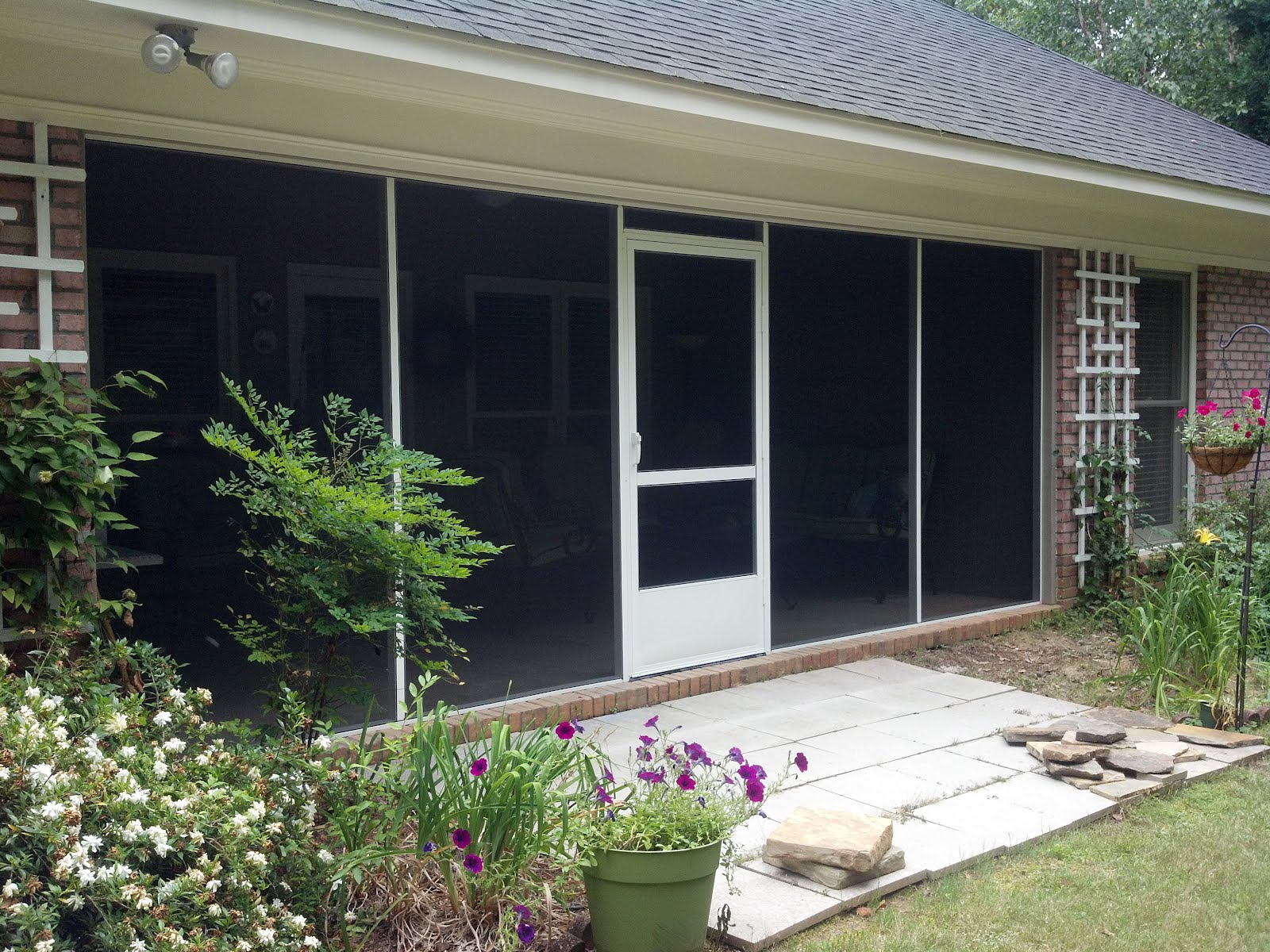 Screen rooms tallahassee what makes an aluminum screened for Pictures of screened in patios