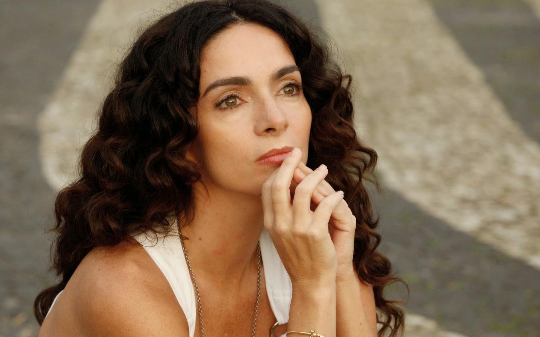 famosas-brasileiras-cabelos-cacheados-naturais-claudia-ohana