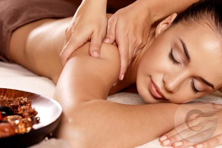 Herbal whitening cream therapy to brighten your underarm skin